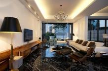 pierre-naturelle-pour-lintérieur-grand-salon-glamoureux-le-sol-en-marbre-noir